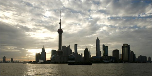 shanghai-financial-district-day-http://travel.nytimes.com/2006/10/15/travel/15hours.html